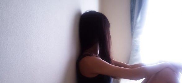 2adecf8fbb0cd19d05356ad3d9e8c44b t 1 586x270 - 美人をひがんだりうらやんでしまう 実際は影の部分がある?